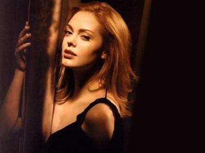 Rose McGowan aún está en el remake de 'Barbarella' de Robert Rodriguez