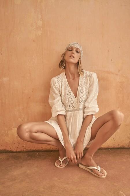 Zara lanza una colaboración con Havaianas para vestir nuestros pies este verano con dos chanclas de tendencia