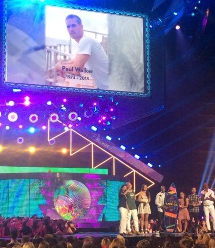 Teen Choice Awards 2015 | Ganadores: Paul Walker, Scott Eastwood y Cara Delevingne entre los premiados con tablas de surf