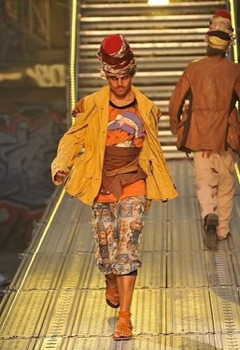 Foto de John Galliano, Primavera-Verano 2010 en la Semana de la Moda de París (2/14)