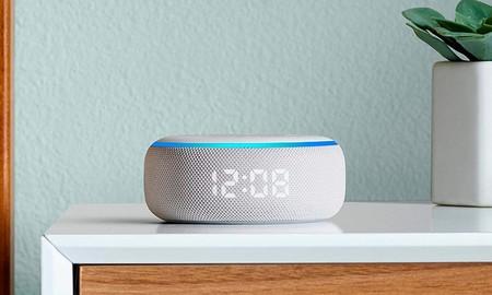 Precio mínimo en Amazon para el Echo Dot con reloj: ahora lo tienes por sólo 34,99 euros, la mitad de lo que cuesta normalmente