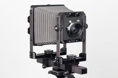 Standar 4 x 5 es una cámara de gran formato impresa en 3D que armas como un mueble de Ikea