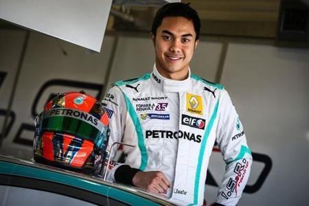 Jazeman Jaafar completa 300 kilómetros con el Mercedes W02