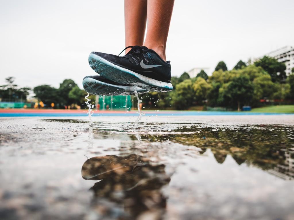 Entrenamiento de cardio sin salir de casa: así puedes entrenar en tu salón