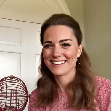 Kate Middleton hace del rosa su mejor aliado en sus últimos looks para hacer videollamadas y acierta de pleno