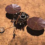 """El rover InSight de la NASA entra en """"modo hibernación"""": hay tanto polvo que sus paneles solares apenas producen energía"""