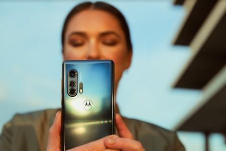 La vuelta de Motorola a la gama alta revela el problema de toda una industria: diferenciarse es cada vez más difícil