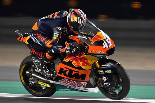 Tetsuta Nagashima hace una remontada de trece posiciones para ganar en su debut con KTM y liderar Moto2