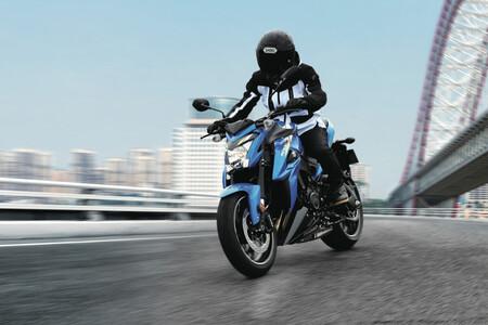 La Suzuki GSX-S1000 rebaja su precio 700 euros: una moto naked de 145 CV ahora por 12.200 euros