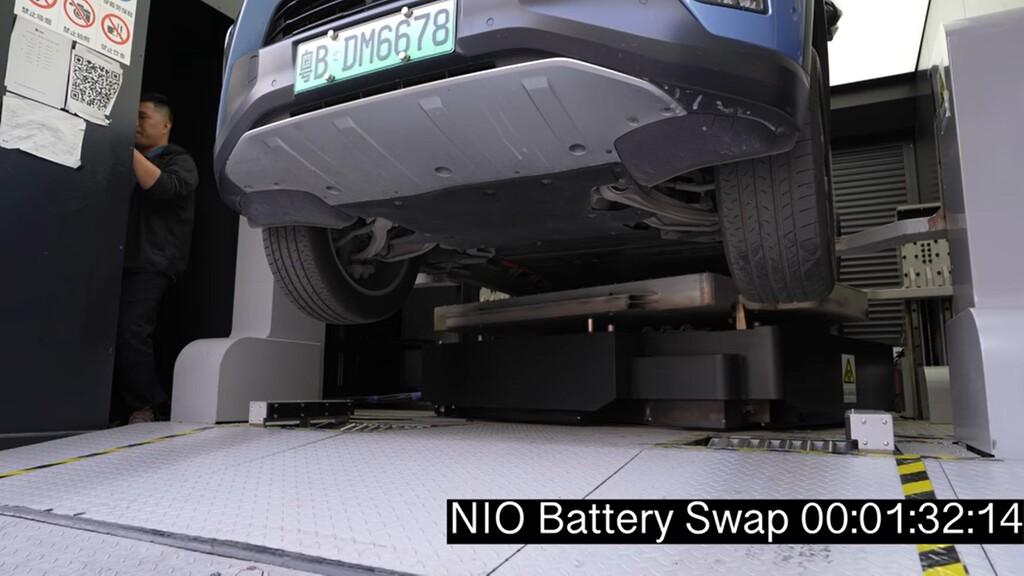 Este vídeo muestra cómo es el intercambio de baterías de la china NIO: así logra recargas en menos de cinco minutos