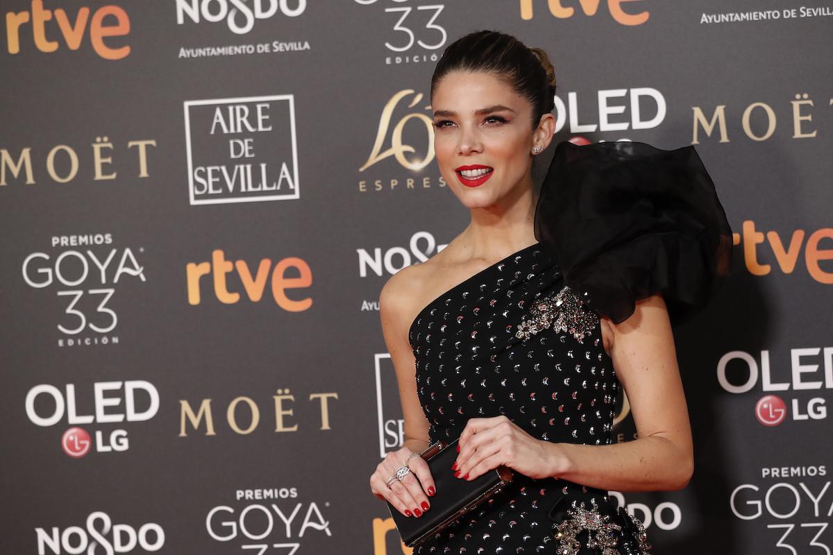 Premios Goya 2019  Juana Acosta llega para arrasar con un impresionante  vestido de Dolce   Gabbana a450e49091