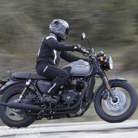 Te contamos todo sobre la nueva y mítica Triumph Bonneville T120, una moto fiel a sus principios