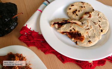 Gorditas rellenas de queso cotija y chile ancho. Receta