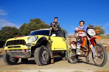 Nani Roma y Rosa Romero antes de comenzar el Dakar 2014