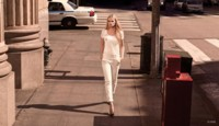 Lara Stone toma la calle de forma neutral de la mano de H&M