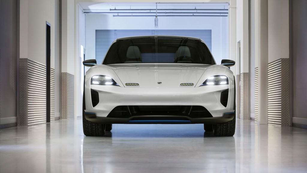 Porsche Mission E Cross Turismo 5