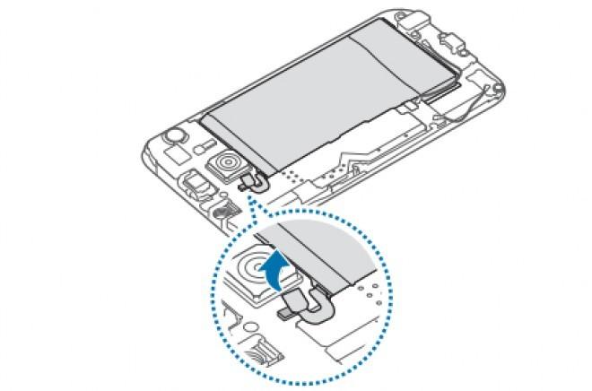 Foto de Samsung Galaxy S6, extracción de batería (4/5)