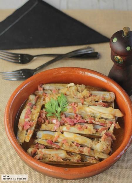 Receta de navajas guisadas con salsa de pimentón de la Vera y jamón