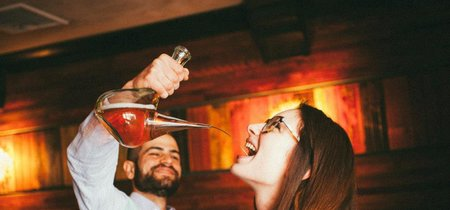 Nueva York descubre el uso del porrón de toda la vida y lo convierte en tendencia hipster