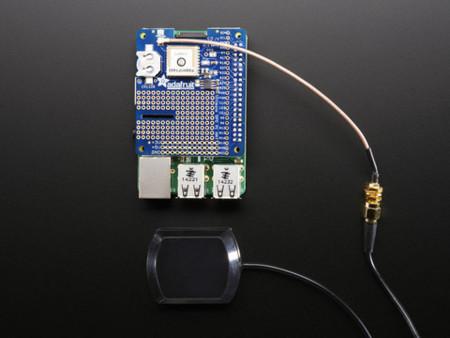 Detalle del GPS con una antena externa