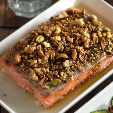 Salmón al horno con frutos secos: la receta definitiva