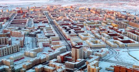 Paisajes remotos y carreteras imposibles: así son las ciudades más inaccesibles del planeta
