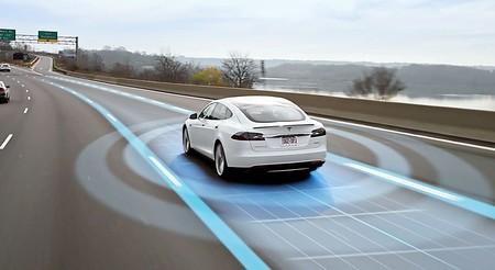 Tesla abre la posibilidad de licenciar Autopilot y proporcionar motores y baterías a otros fabricantes