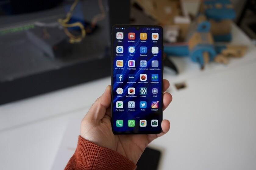 A Fnac no le quedan Huawei P30: ofrecerá un móvil similar a quienes lo compraron por 500 euros menos por un error
