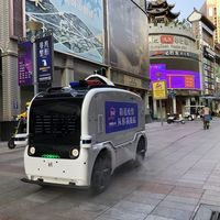 Los robots autónomos y drones que rocían con desinfectante y monitorizan el coronavirus en China y otras regiones