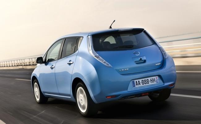 Nissan LEAF azul vista trasera 02