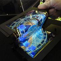 Vuelven las pantallas flexibles: esta OLED táctil se dobla en tres