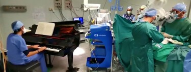 Extirpan un doble tumor a un niño de diez años mientras la música de un piano suena en directo en el quirófano