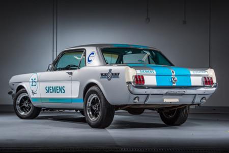 Un Mustang clásico de 1965 se convierte en coche autónomo y pretende coronar la colina de Goodwood
