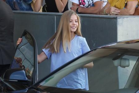 La infanta Sofía acude a visitar al rey emérito con una camisa de Massimo Dutti perfecta para la vuelta al cole y que está rebajada