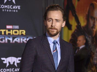 El traje de cuadros con el que Tom Hiddleston sorprende en el estreno de Thor: Ragnarok