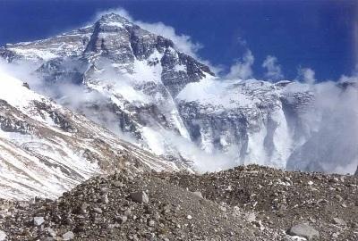 China construye una carretera al Everest
