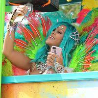 ¡Cambios de look a la vista! Del pelo turquesa de Rihanna al corte chop de Khloé Kardashian