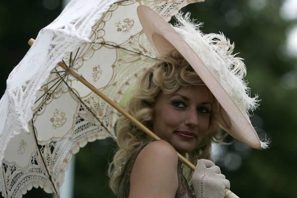 Foto de Ascot 2008: imágenes de sombreros, tocados y pamelas (15/20)