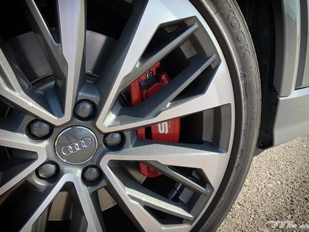 Audi SQ2 llanta y pinza de freno