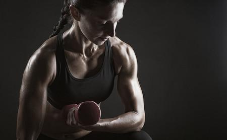 Brazos grandes y fuertes en el gimnasio: una rutina para trabajarlos y sacar partido a tu entrenamiento