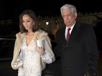 Isabel Preysler y Nieves Álvarez acaparan todas las miradas en la llegada a la Gran Gala de la Ópera en el Teatro Real de Madrid