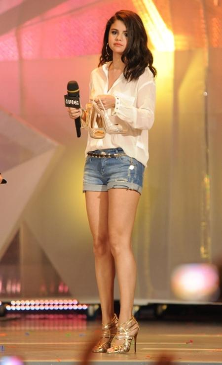 selena gomez shorts camisa
