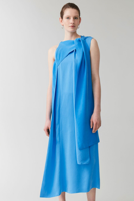 App001prod 7https://www.cosstores.com/en_eur/women/womenswear/dresses/product.draped-neck-tie-dress-blue.0865779001.html