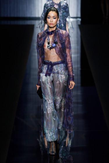 Transparencias, brillos y estilo folk visten a la mujer Giorgio Armani de la próxima Primavera-Verano 2017