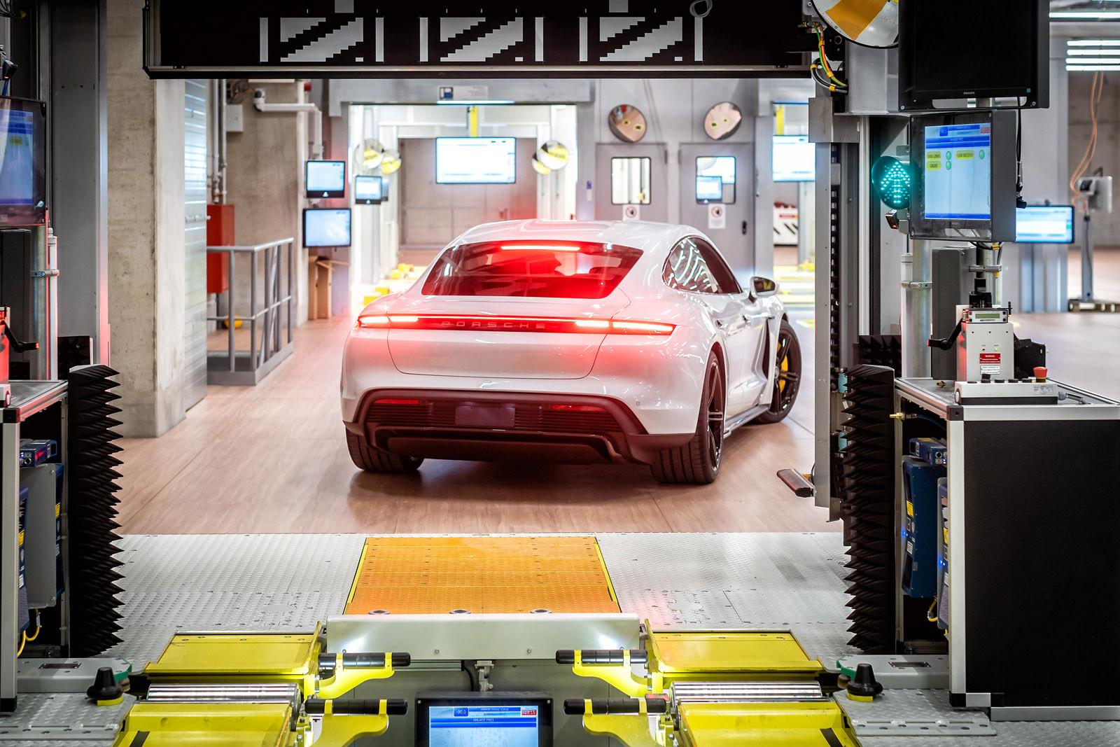 Foto de Fábrica Porsche Taycan (inauguración) (39/44)