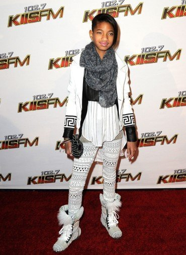 willow_smith_kiss_FM