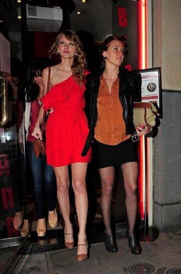 Taylor Swift rojo