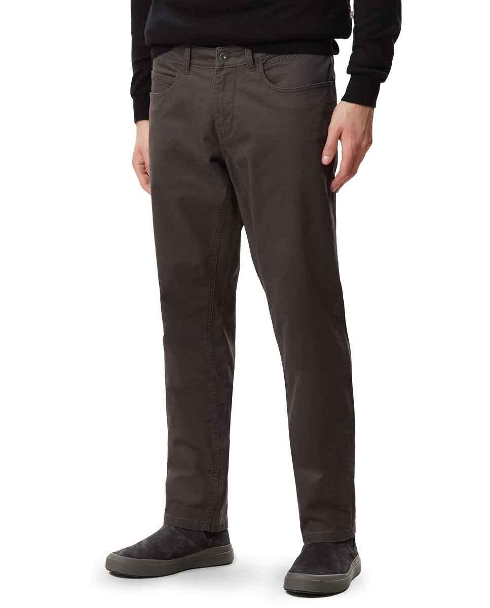 Pantalón cinco bolsillos de hombre Maun de corte regular en color gris oscuro