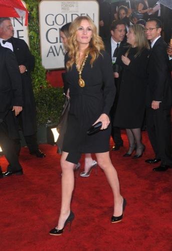 Las famosas peor vestidas de los Globos de Oro. Julia Roberts