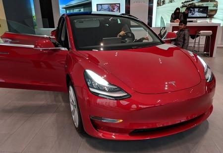 Un tío ha destripado un Tesla Model 3 y ha explicado en Twitter todo lo que nadie había dicho hasta ahora